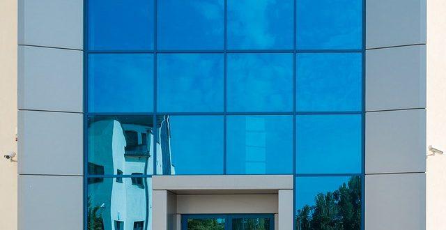 entrada-seguridad-edificio-moderno-cerrajeria-jomer